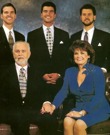 Dexter Yager, su esposa Birdie y sus hijos Doyle, Jeffy Steve