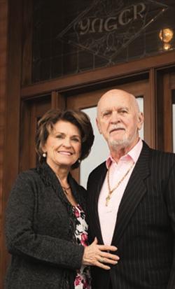 Dexter Yager y su esposa