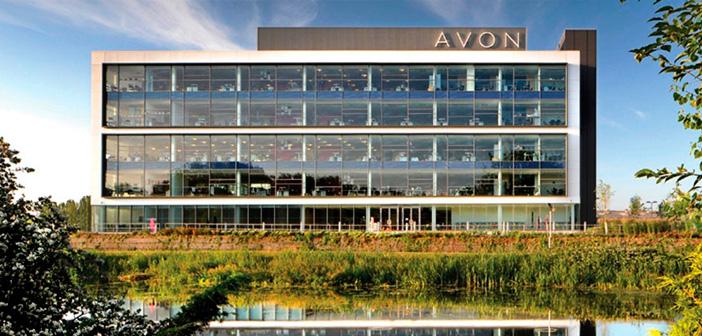 Por qué algunos accionistas de Avon presionan por la venta de la compañía