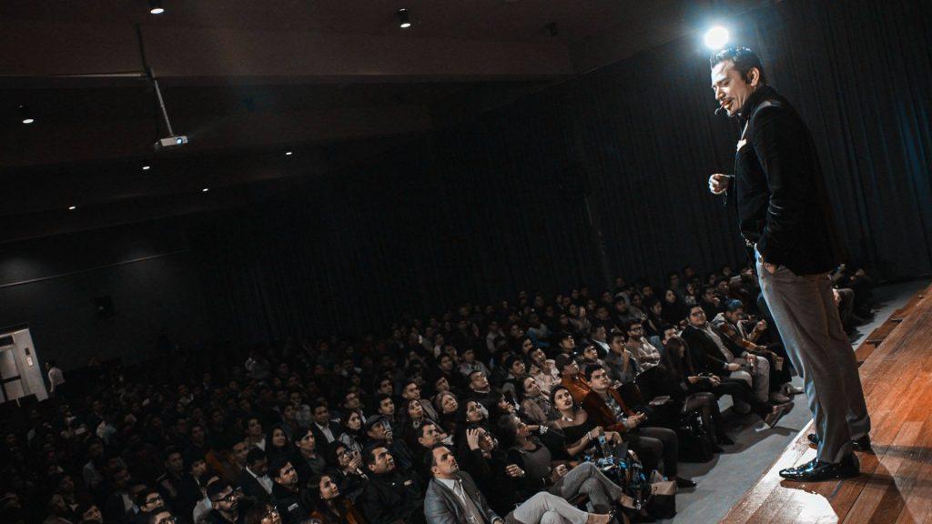 Iván Tapia en un evento de MLM