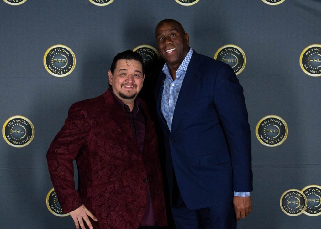 Armand Puyolt y Magic Johnson