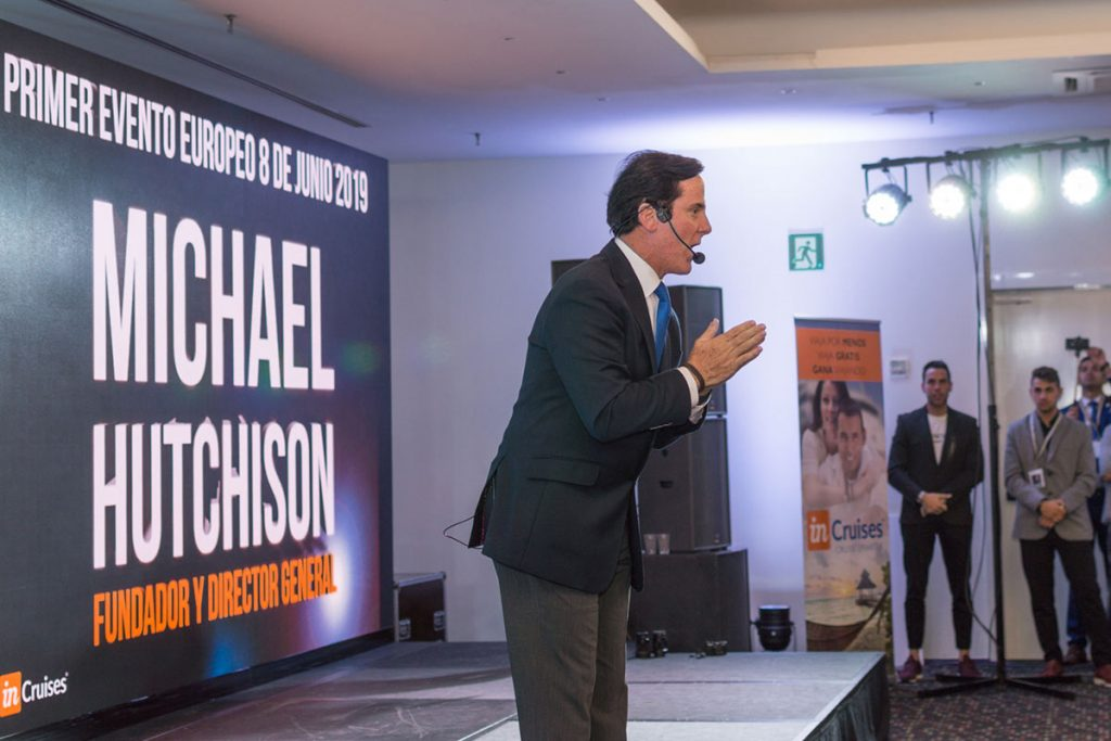 Evento InCruises com Michael Hutchison