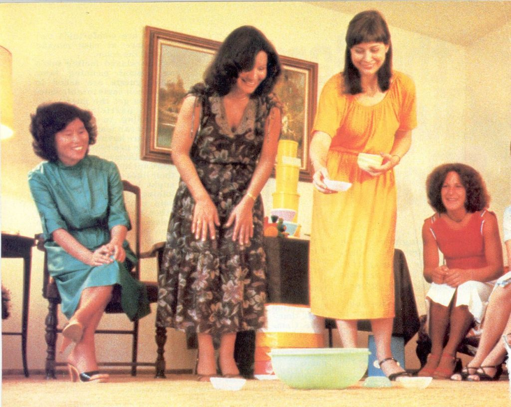 Fiesta de Tupperware en los años 70s